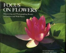 Focus on Flowers: Discovering and Photographing Beauty in Gardens and Wild Places (英語) ハードカバー